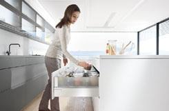 Tủ bếp inox dễ thấy đồ đạc bên trong với kiểu mở toàn phần